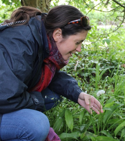 juliette foraging for wild garlic